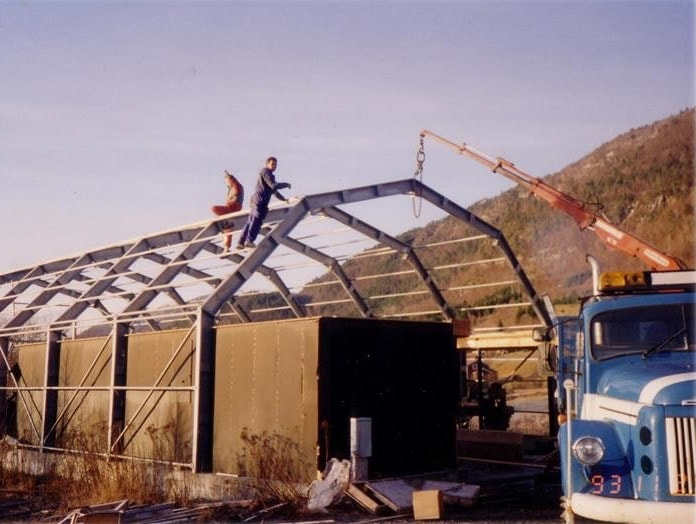 Het eerste GS Bildeler-magazijn dat in 1994 door twee personen in Bud werd gebouwd.